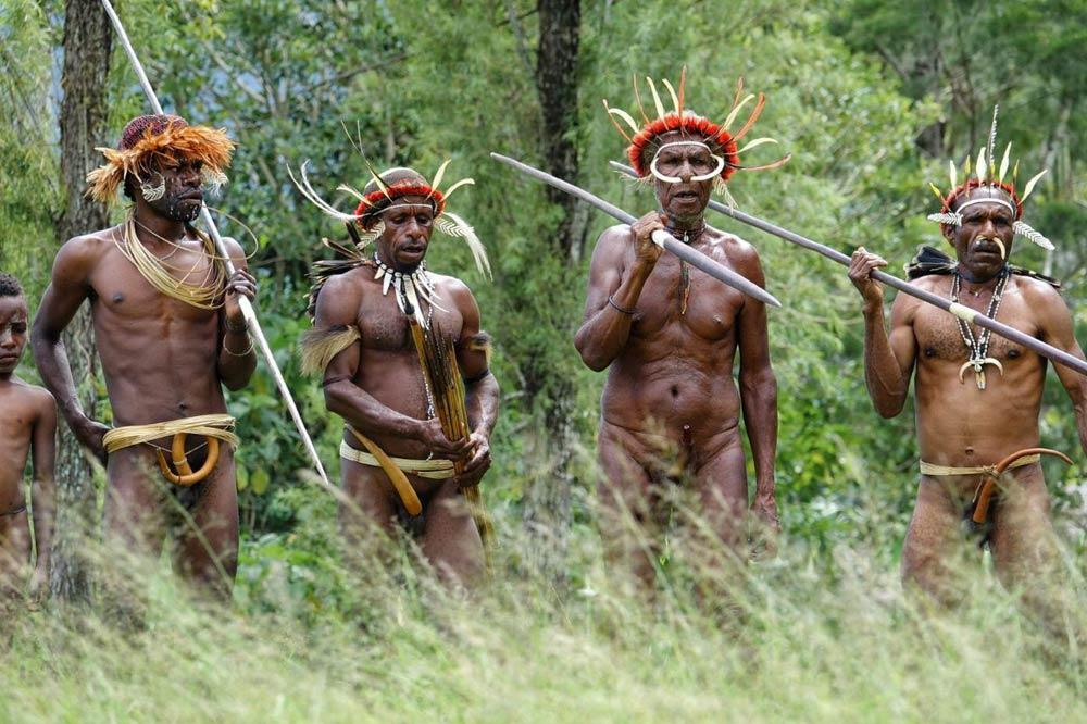 سفرنامه-قبایل-بدوی-پاپوآ