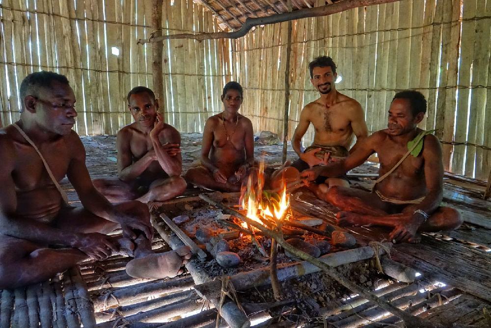 خانه مردم قبیله آدمخوارها