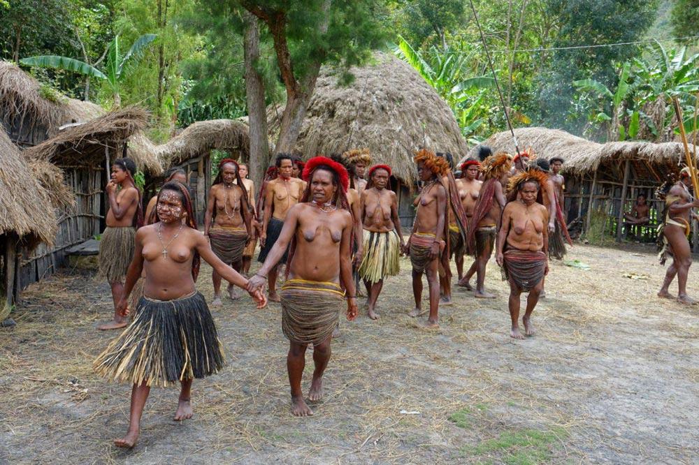 زنان برهنه قبایل بدوی