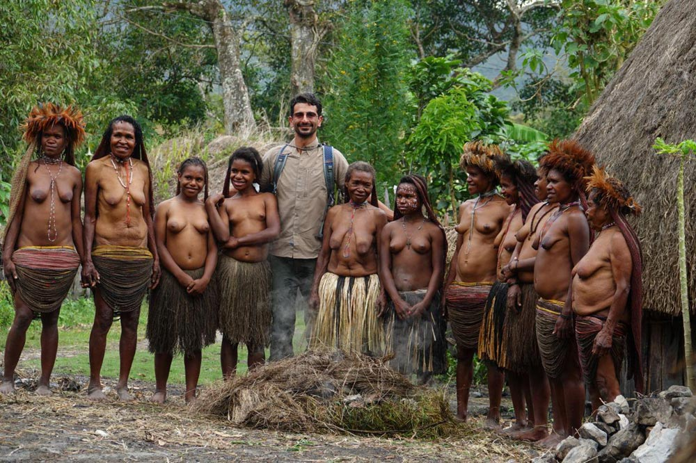 زنان برهنه بومی جنگل حاره
