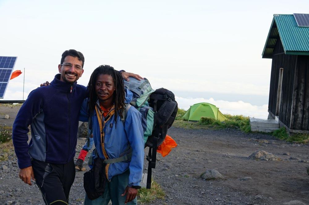 باربرهای مسیر صعود به کلیمانجارو