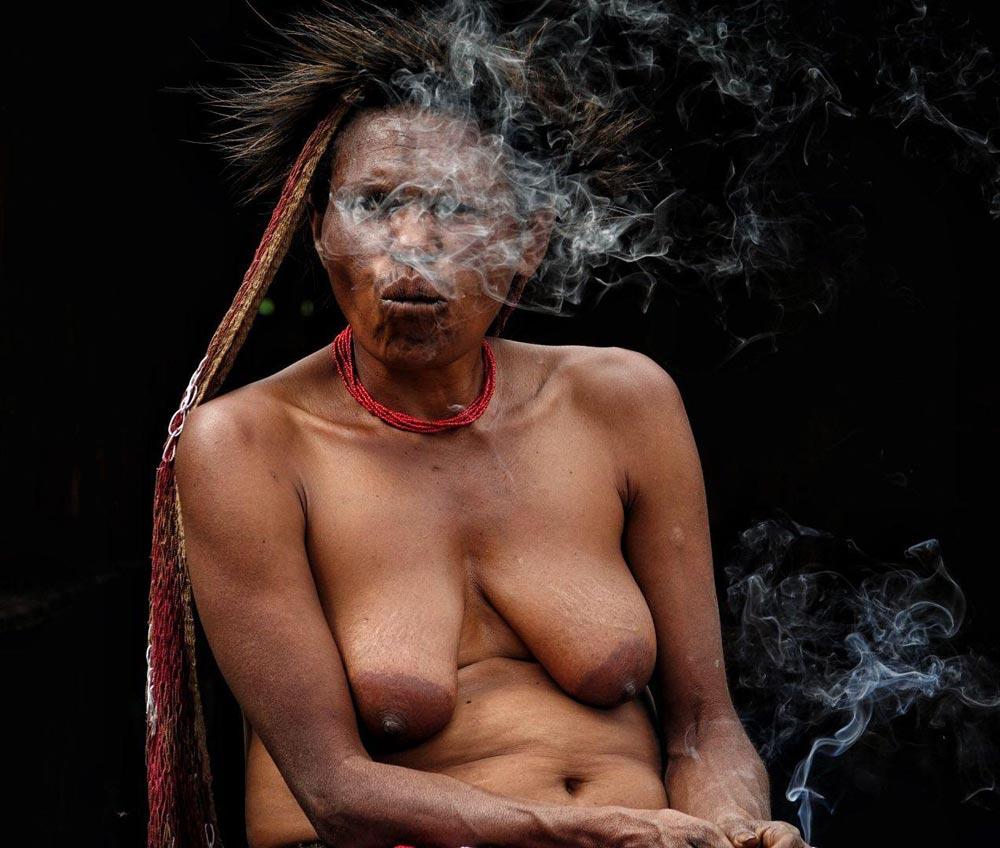 مصرف دخانیات در بومیان قبایل