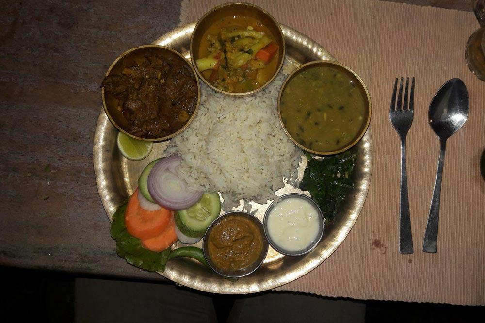 دال بت غذای محلی نپالی