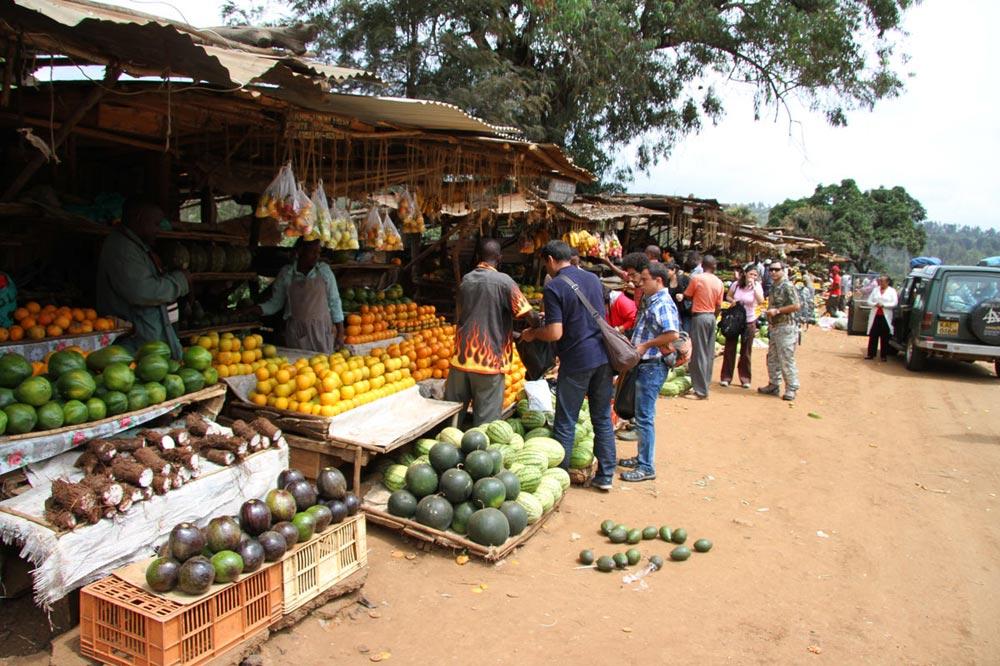 بازار میوه های استوایی