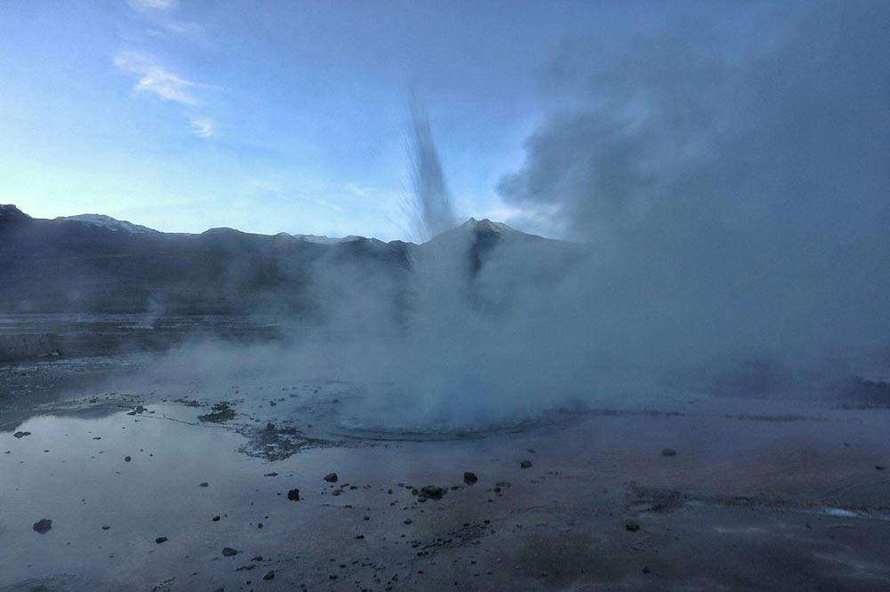فوران آب جوش از زمین - شیلی