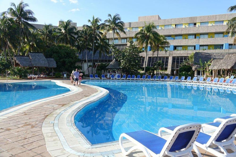 هتل ساحلی در کوبا