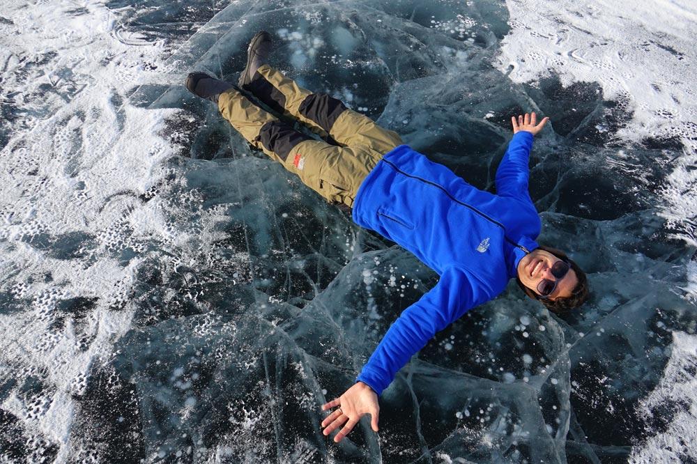 حباب های گاز در لایه های یخ روی دریاچه