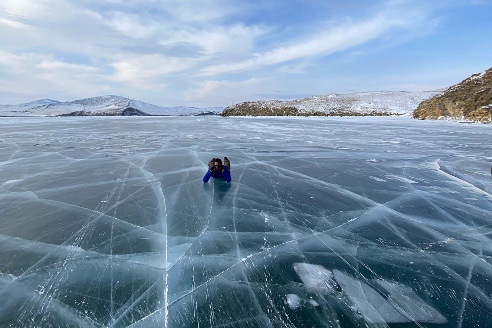 دریاچه بایکال در زمستان