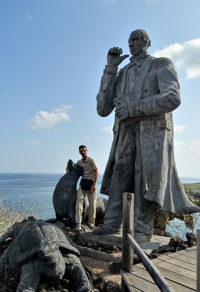 مجسمه داروین در گالاپاگوس