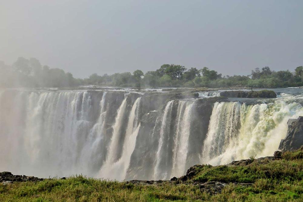 آبشار ویکتوریا بزرگترین آبشار آفریقا
