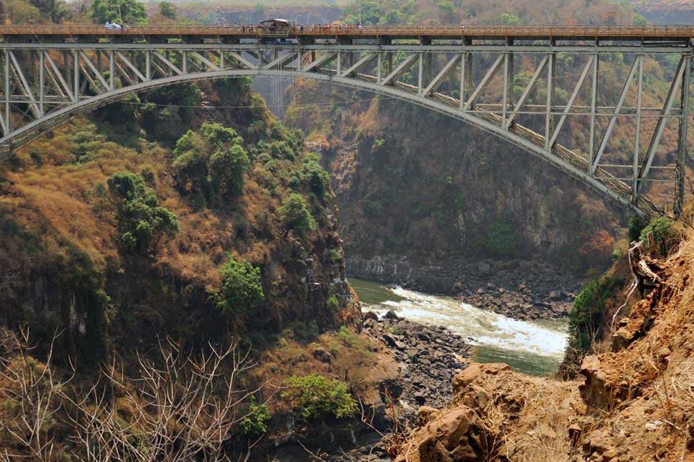 رودخانه زامبزی ، سفرنامه آبشار ویکتوریا